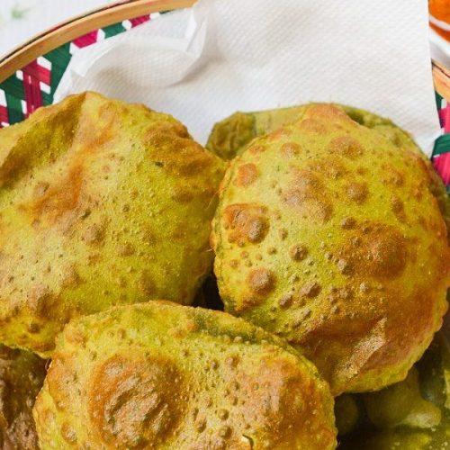 Palak Poori / Deep Fried Spinach Indian Bread